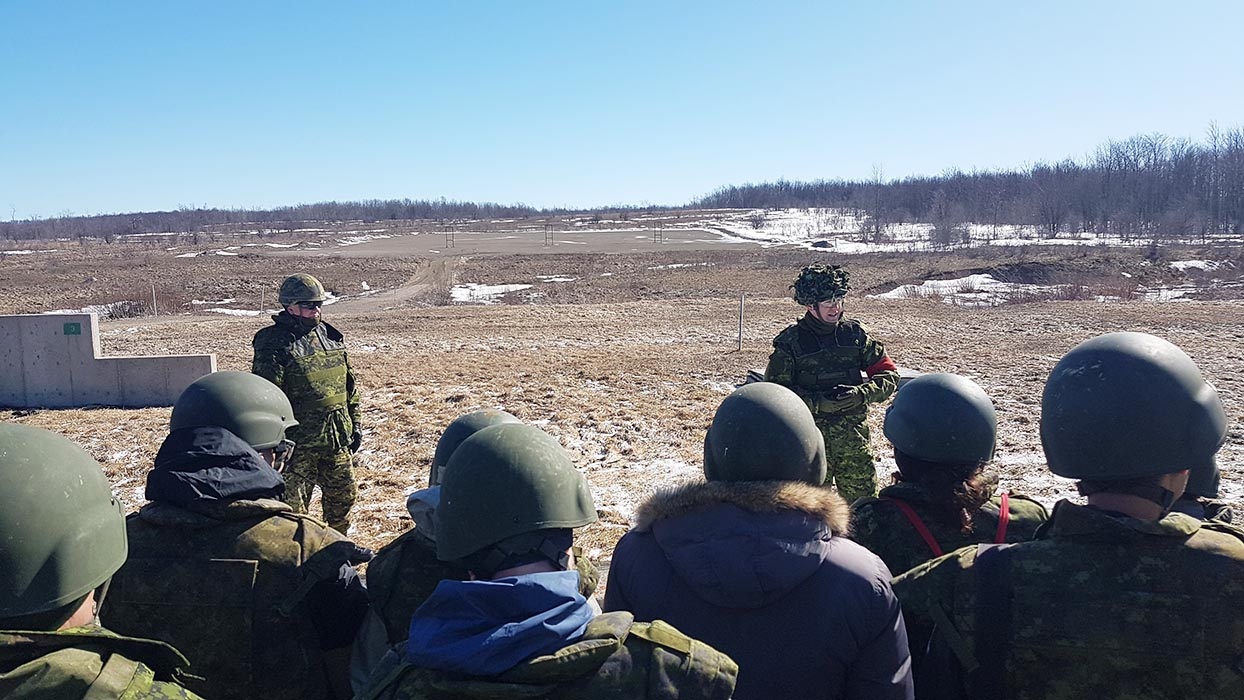 Canadian Army Reserve members provide instructions to civilians taking part in the ExecuTrek program, which gives employers and educators of Reservists hands-on experience, during Exercise SCOTTISH DEFENDER, held March 22 to 24, 2019 in Meaford, Ontario. Photo: Sub-Lieutenant Andrew McLaughlin, 31 Canadian Brigade Group Public Affairs. ©2019 DND/MDN Canada.