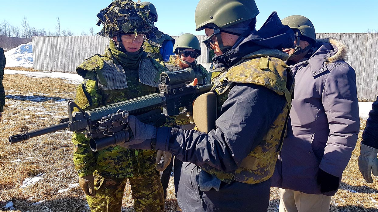 On March 23, 2019, a member of the Essex and Kent Scottish explains the functions of the C7A2 service rifle with M203 grenade launcher attached during ExecuTrek on Exercise SCOTTISH DEFENDER at the 4th Canadian Division Training Centre in Meaford, Ontario. Photo: Sub-Lieutenant Andrew McLaughlin, 31 Canadian Brigade Group Public Affairs. ©2019 DND/MDN Canada.