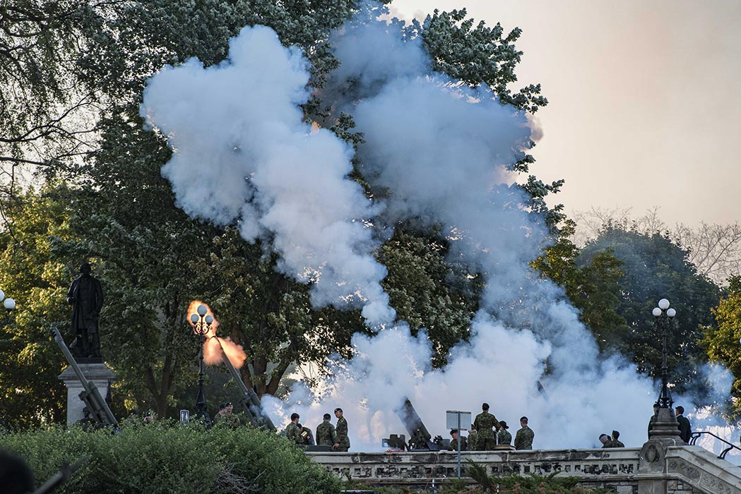 Members of the 30th Field Regiment, Royal Canadian Artillery fire 105-mm Howitzers during Tchaikovsky's 1812 Overture at the annual Fortissimo event on Parliament Hill in Ottawa, Ontario on July 19, 2018. Photo: Ordinary Seaman Camden Scott, Army Public Affairs. ©2018 DND/MDN Canada
