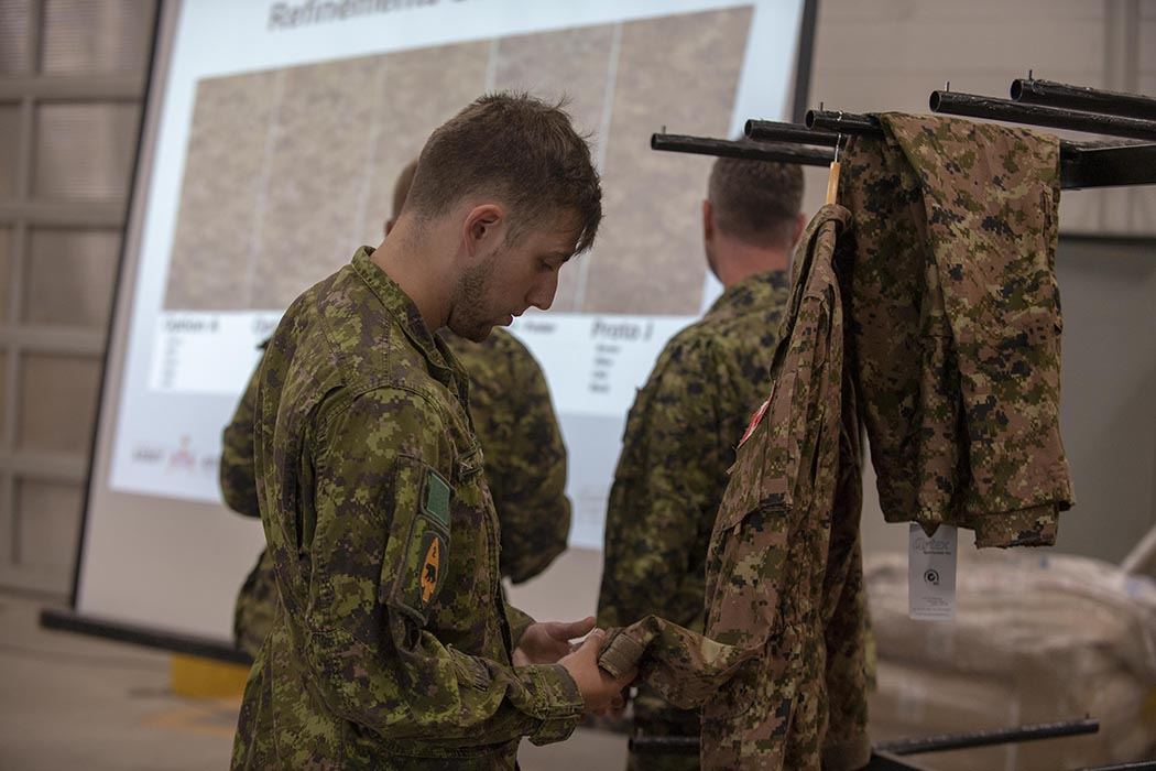 A member of 3rd Battalion, The Royal Canadian Regiment, inspects the prototype uniform from the Soldier Clothing and Equipment Modernization Trial at 4th Canadian Division Support Base Petawawa on September 4, 2019. Photo: Able Seaman Elizabeth Ross, 4th Canadian Division Support Base Petawawa.©2019 DND/MDN Canada.