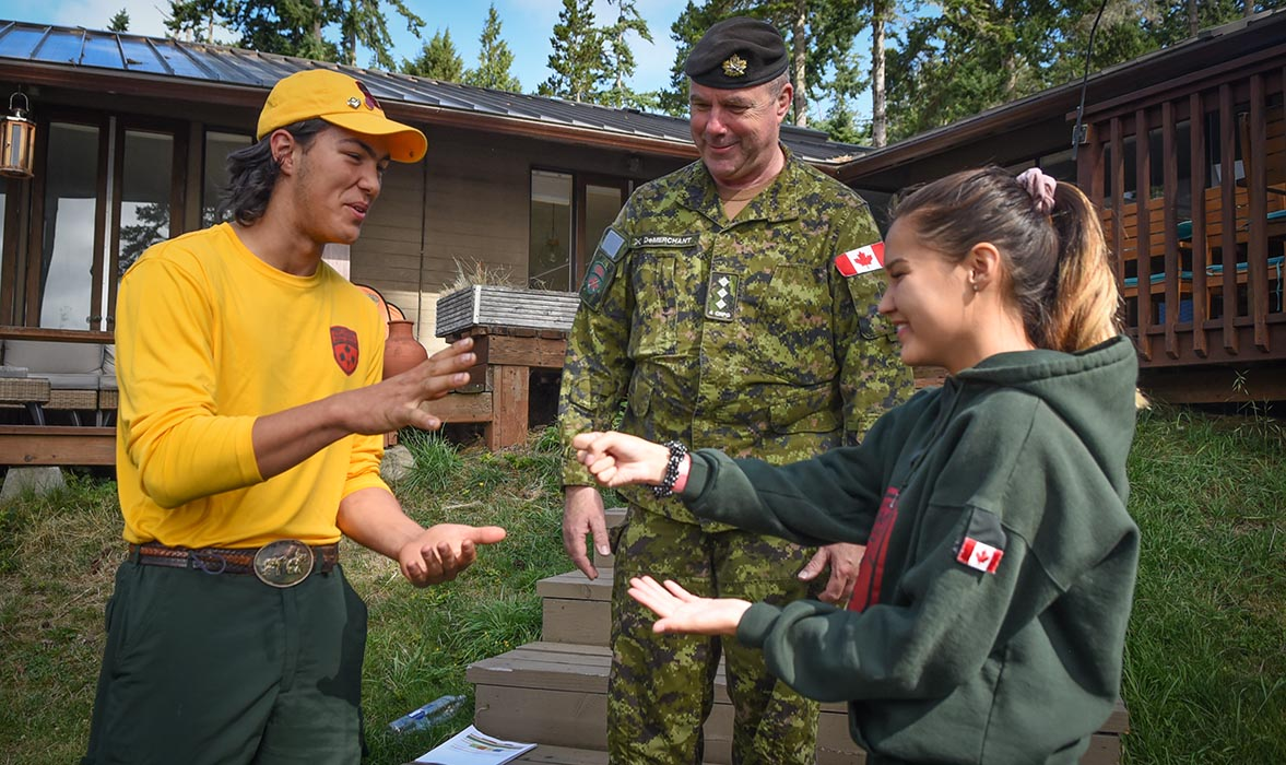Junior Canadian Ranger (JCR) Robert Gienger (left) from Grande Cache, Alberta takes part in a teambuilding activity at Pearson College in Victoria, British Columbia on August 8, 2019 during the JCR National Leader Enhanced Training Session 2019 (NLETS 19), which took place from August 7 to 20, 2019. Photo: Second Lieutenant Natasha Tersigni, 4th Canadian Rangers Patrol Group Public Affairs. ©2019 DND/MDN Canada.