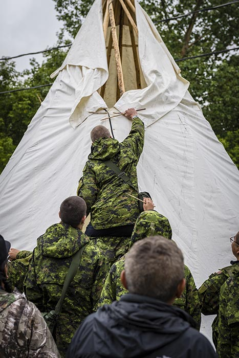Candidates of Bold Eagle 2019 build a teepee with instruction from Indigenous Elders during Culture Camp at Buffalo Park Hall of 3rd Canadian Division Support Base Wainwright on July 8, 2019. Photo: Master Corporal Jay Ekin, Canadian Forces Base Wainwright Imaging. 2019 DND/MDN Canada.