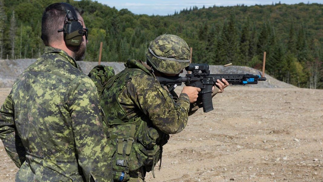 A soldier engages a target in a light weapon-weight condition. Photo: Jocelyn Tessier. ©2019 DND/MDN Canada.
