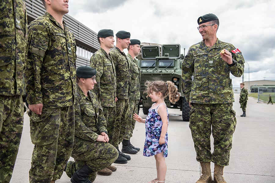 The daughter of a Warrant Officer helps him inspect the troops. Photo: Corporal Geneviève Lapointe, Combat Training Centre. ©2018 DND/MDN Canada.